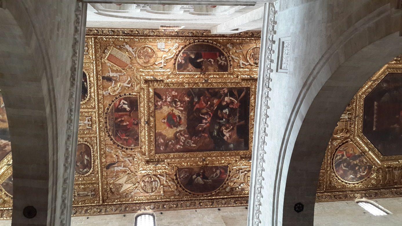 Bari'de kilisenin tavanı