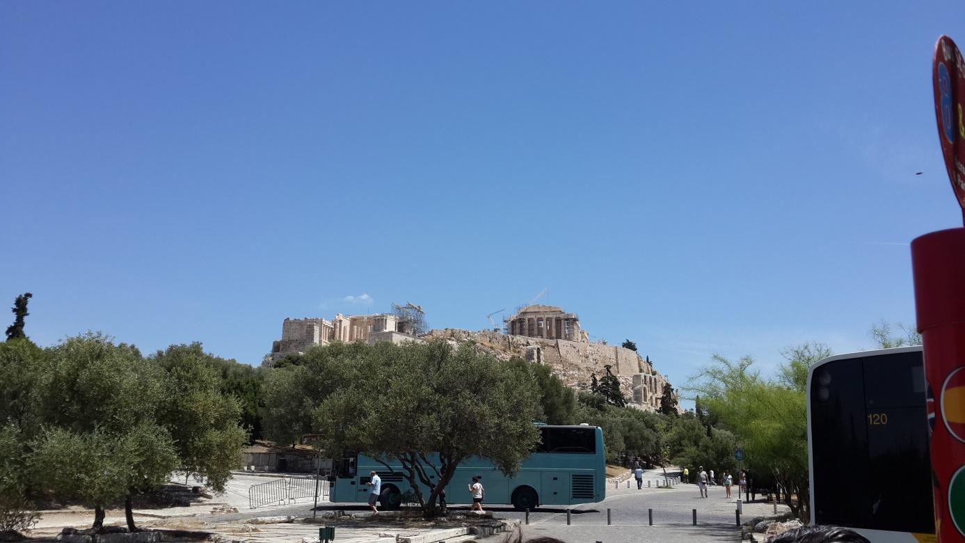 Atina'da yıkıntılar