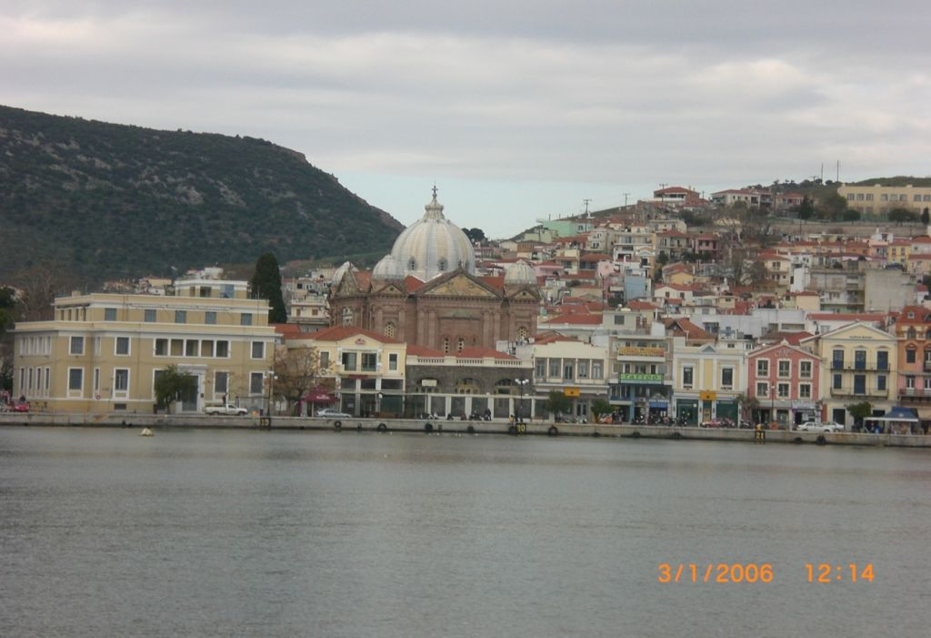 Agios Athanasios Metropolit Kilisesi'nin karşıdan görüntüsü