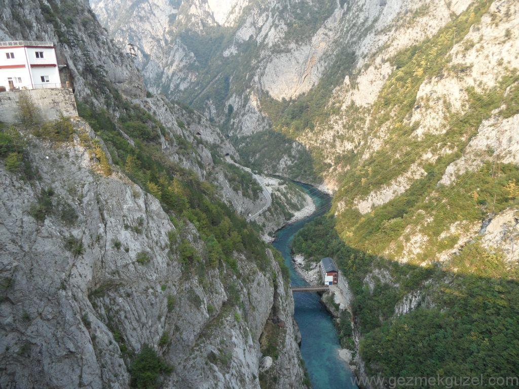 Podgorica - Sarajevo Yolunda, Balkan Yolları, Eski Yugoslavya Yollarında